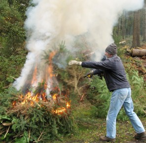 Keeping warm on an autumn day – volunteers at work